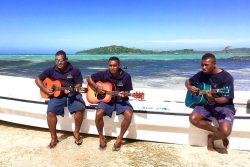 coconut-beach-resort-beach-entertainament-guitar