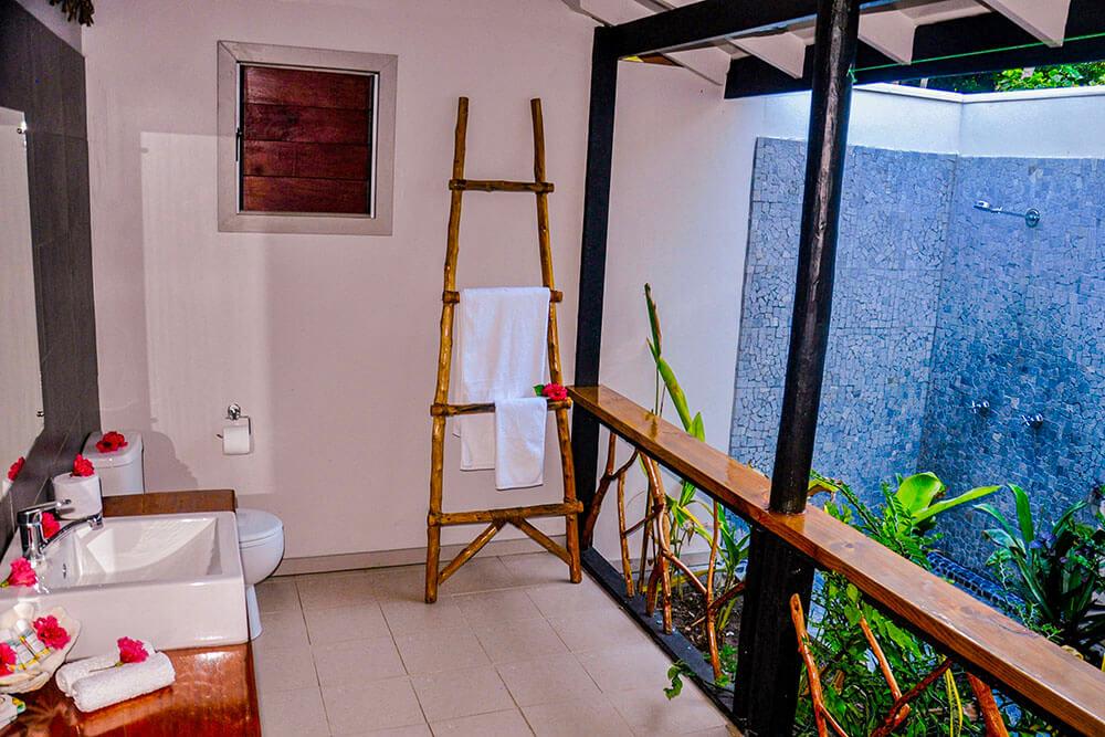 coconut-beach-resort-rooms-bathroom-luxury