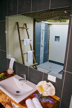 coconut-beach-resort-rooms-vanity