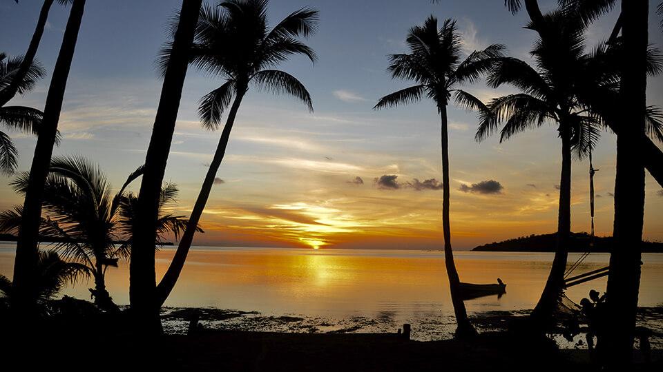 coconut-beach-resort-sunset-over-blue-lagoon