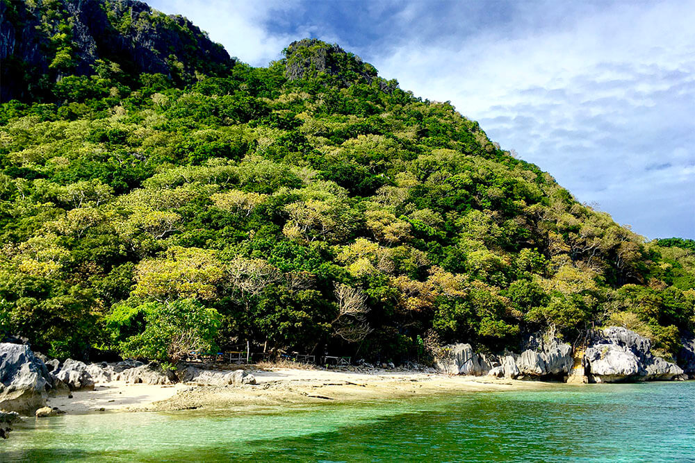 sawa-i-lau-caves-coconut-beach-resorts