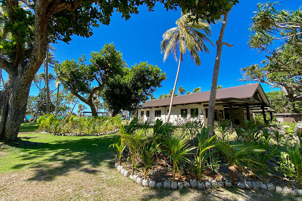 coconut-beach-resort-grounds-tropical