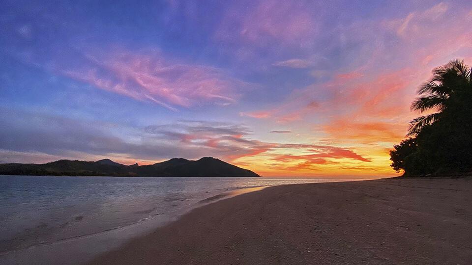 coconut-beach-resort-sunsets-over-blue-lagoon